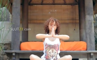 caprices moist yoga with pink toy