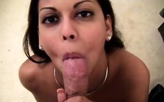 latin babe milf gives oral-sex