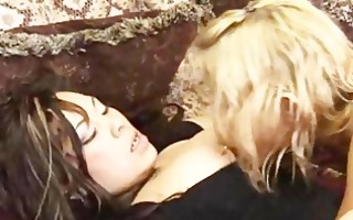 great lesbo lickign snatch 3