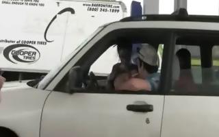 lustful women getblowjob wang in car